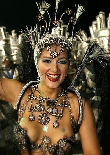 erotika-s-brazilskogo-karnavala-hhh-sama-sela-sverhu